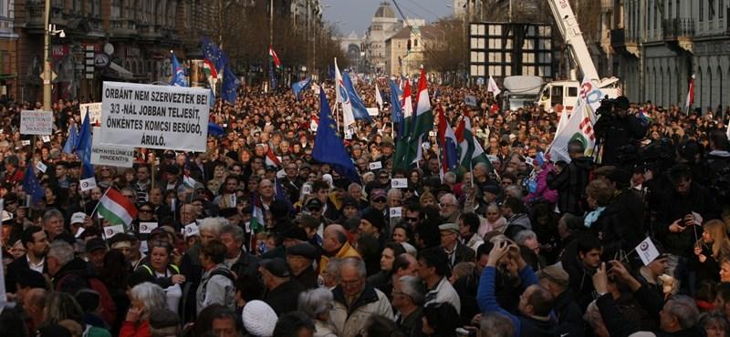 Korrupcióellenes lázadásban reménykednek a mai tüntetés szervezői