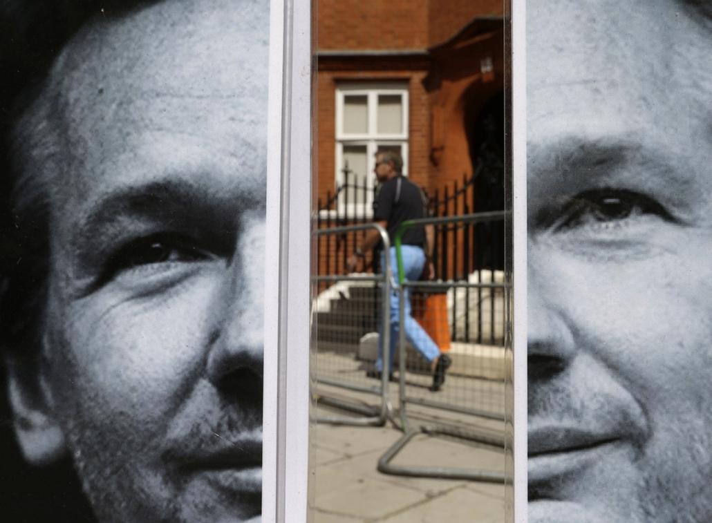 A Wikileaks alapítójának, Julian Assange képe az ecuadori nagykövetség londoni központjának utcájában. Assange végül Ecuadorban kapott menedékjogot, elkerülve ezzel svédországi kiadatását. - a hét képei