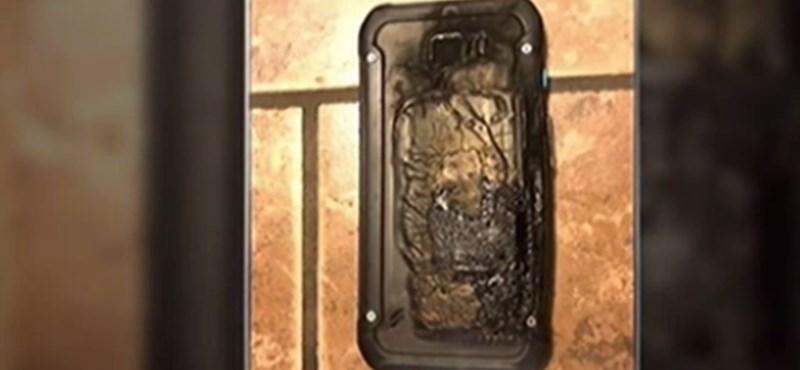 A lehető legrosszabbkor: felrobbant egy Galaxy-telefon