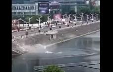 Szándékosan tóba hajtott egy buszsofőr Kínában, 21 ember meghalt