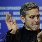 George Clooney perrel fenyeget a fájukra mászó lesifotósok miatt