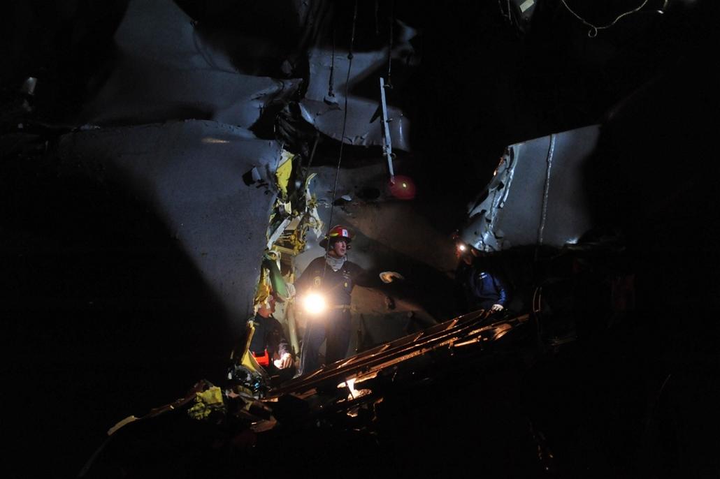 Kisebb sérüléseket szenvedett a USS Porter nevű amerikai irányított rakéta-romboló, amikor helyi idő szerint vasárnap hajnali 1 órakor összeütközött at M/V Otowasan nevű olajszállító tankerrel a Perzsa-öböl bejáratánál, a Hormuzi-szorosban