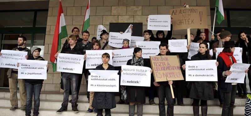 Nem estek kétségbe a székházfoglalók a Fidesz feljelentésétől