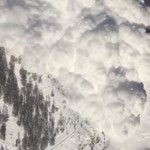 Sípályát borított be egy lavina Svájcban, többen a hó alatt rekedtek
