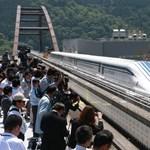 Erre varrjon gombot a MÁV: jön a 600 km/h-val száguldó vonat