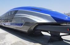 Mint egy űrhajó: így fest közelről a kínaiak 600 km/órával repesztő vonata
