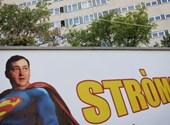 Stróman-szuperhős Mészáros – csak azért is megnyílt az ARC