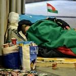 Enyhítettek a hajléktalanságot tiltó törvényen, háromszor szólnak majd az utcán élőknek