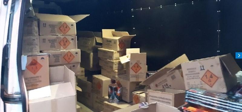 3233 pirotechnikai terméket foglaltak le a rendőrök Gödöllőn