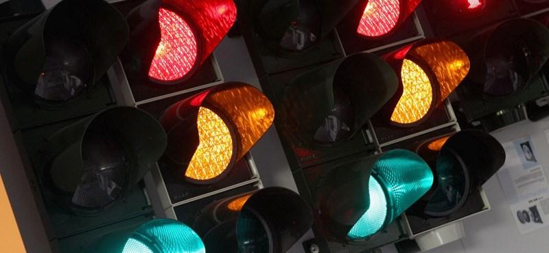 De miért pont zöld színű a lámpa, ha szabad az út?