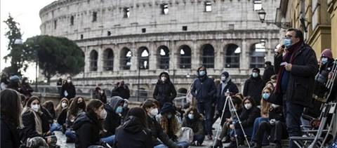 Elég volt a távoktatásból - tiltakoznak a római diákok