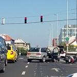 Motorossal ütközött egy autó a Váci úton