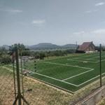 Szijjártó nyaralójának saját focipályája is van