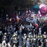 Fotók: Véres tüntetés volt Macron ellen Párizsban