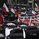 A lengyel kormányfő indította útjára a békemenetre igyekvő lengyeleket