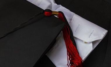 Itt van minden, amit tudni lehet a friss diplomások elhelyezkedéséről és fizetéséről
