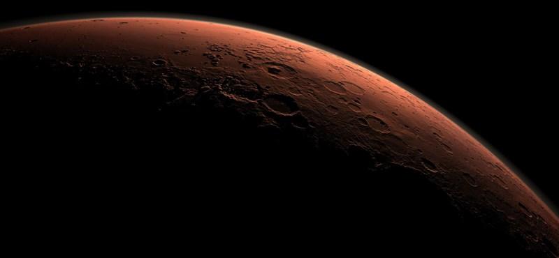 """Fotót kaptunk a Marsról: """"olyan, mintha a telefont a fülünkhöz tartanánk"""""""