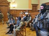 Kilenc TEK-es a tárgyalóteremben: extrém biztonsági intézkedésekkel indul Hassan F. pere - élő