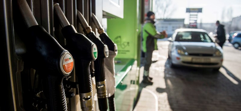 Több mint 300 millió literrel kevesebbet tankoltak tavaly az autósok