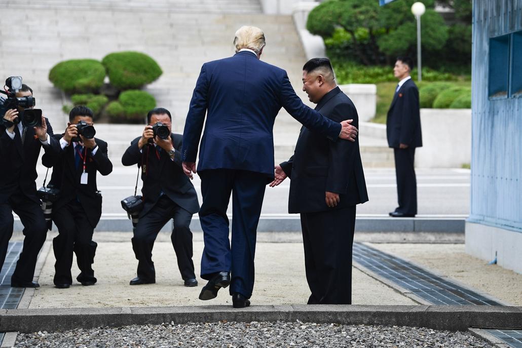 Trump nagyítás afp Trump Kim Dzsong-un 2019 június 30