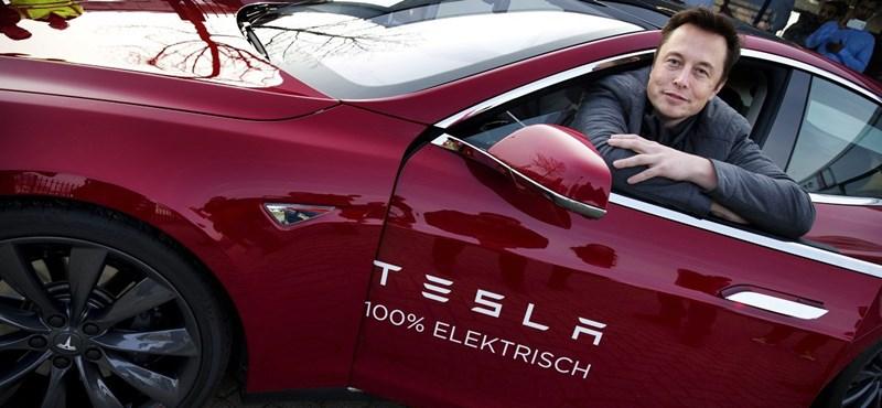Elon Musk letett a Waze navigációról, inkább önvezetőre kapcsolja az autóját