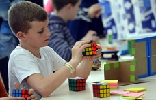 Elkelt a Rubik-kocka, 15 milliárdért megvette egy kanadai játékgyár