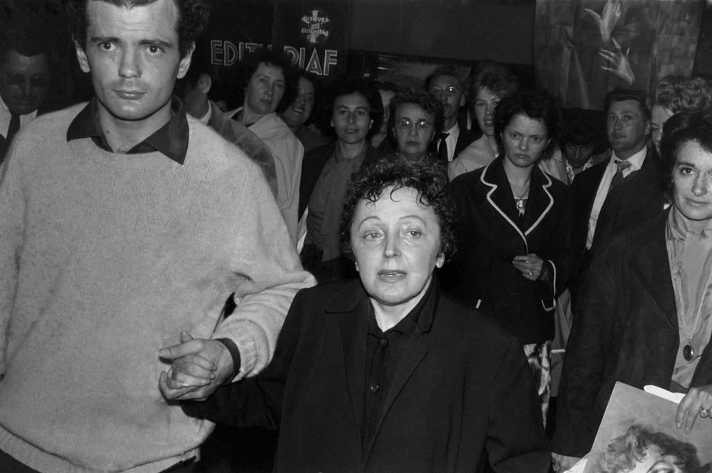 1962. június 1. - Edith Piaf és titkára, Claude Figus egy körutazás során - Edith Piaf