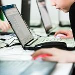 Ingyenes tanfolyam: vidéken is tanulhatnak programozni a lányok