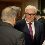 A német elnök kiállt a CEU mellett, az EP-képviselők felállva tapsolták meg