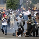 Tüzet nyitottak Kairóban Murszi támogatóira
