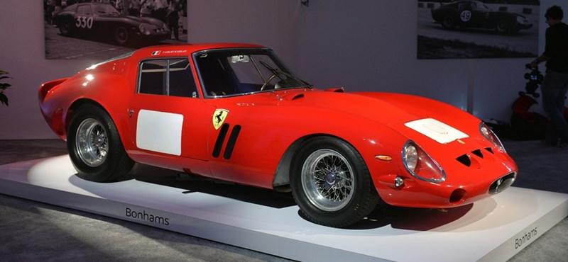 Kilencmilliárd forintért licitált valaki erre a Ferrarira, ami rekordár