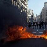 Nagyítás: rendőrökkel csaptak össze a barcelonai egyetemisták