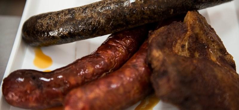 WHO: Rákkeltő a kolbász és a szalonna, és valószínűleg a vörös húsok is