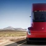 800 km egy feltöltéssel: megérkezett a Tesla elektromos kamionja, ezt kell tudni róla