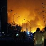 Tiencsinben még harcolnak a lángok ellen