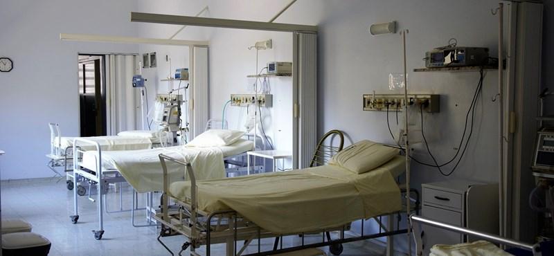 Közérdekű adatigénylésből derült ki, hogy a kórházi ágyak felét tették végül szabaddá