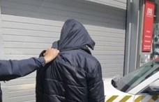 Minden ok nélkül tarkón vágott egy férfi egy várandós nőt Győrben
