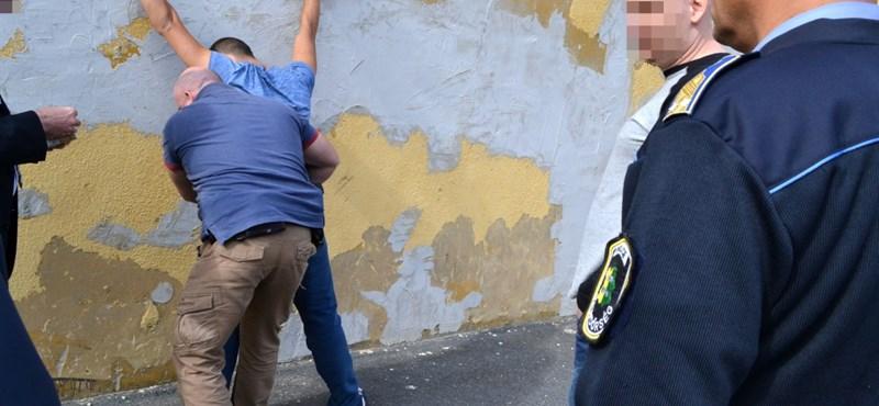 Elhajigált festmények: elkapták a másik két tordasi betörőt is