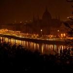 Így kapcsolták le a díszkivilágítást Budapesten – képek