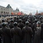 Fotó: meghalni indultak a katonák a Vörös térről