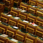 A parlamenti ellenzék még a néhány ziccerét is kihagyja