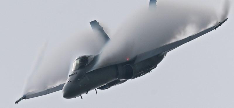 Meghalt a pilóta, sorra esnek le az égből az amerikai vadászgépek