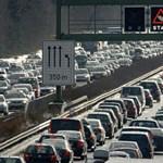 Több kilométeres a dugó az M0-son, útépítők blokkolják a forgalmat