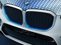 A Toyota segítségével készül a percek alatt feltölthető villanyos BMW X5