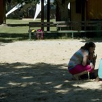 Táborozó gyerekekre felügyelő budapesti pedagógusnak vannak koronavírusos tünetei