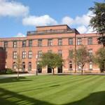 Készpénzzel, laptoppal és ingyen edzésekkel fogják meg a brit diákokat