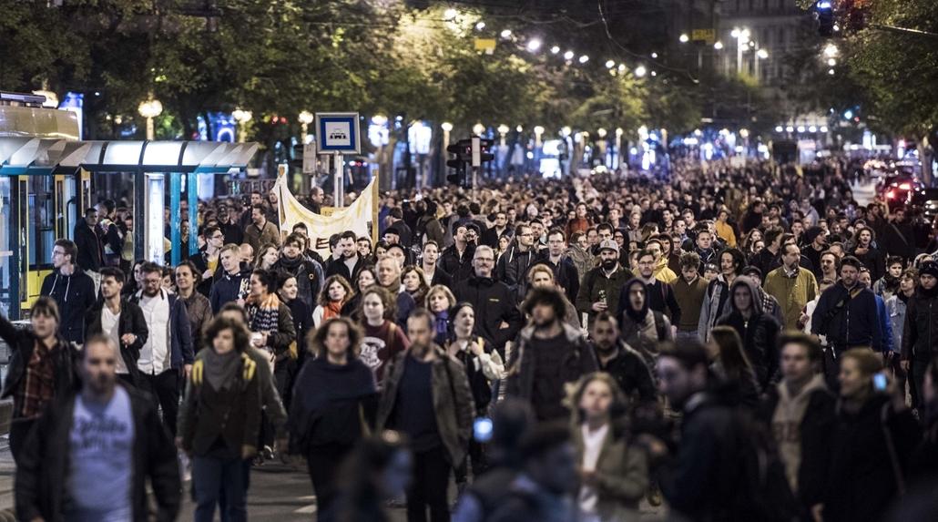 faz.17.04.12. - Hősök vétója - tüntetés a civilek és a CEU ellehetetlenítése ellen