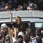 Újabb fotók Angelina Jolie mammutos látogatásáról