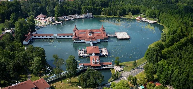 Van két kis magyar település, amely több turistát lát vendégül, mint Pécs, Eger, vagy Siófok