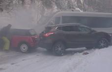 Videó: magyar autósok is tehetetlenül csúsztak egymásba a Chopokon